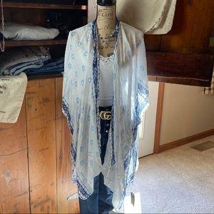 Janice apparel blue/white patterned kimono